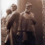 1960. g. atklātais daudzfigūru monuments, kas līdz mūsdienām nav saglabājies.