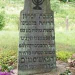"""Piemineklis, kas atrodas lejā pie upes. Foto: muzejs """"Ebreji Latvijā"""""""