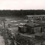 """Koncentrācijas nometne """"Kaizervalde"""" pēc nacistu padzīšanas 1944.g.rudenī. Foto: Yad Vashem."""